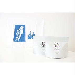 ホホホ茶 煎茶100g×2袋+銀座たくみオリジナル柚木沙弥郎ふきん(青/さかな)