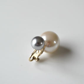 basic pearl rivets earing(light gray)