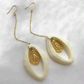 100 milky white oval chain earrings