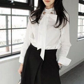 White Bow Tie  Shirt with Eyelet Details (はと目付き リボンボウタイシャツ)