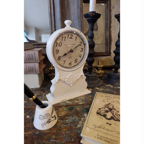 クラシカルなシャビーホワイトの時計 HOTEL  DU  MONDE