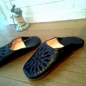 モロッコバブーシュ・黒×刺繍黒