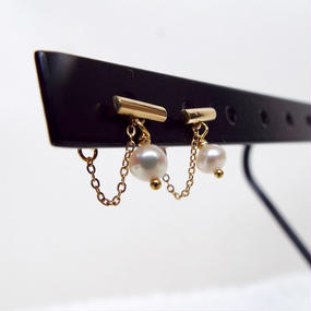 18k gold bar stud earring - Pearl gold chain catch