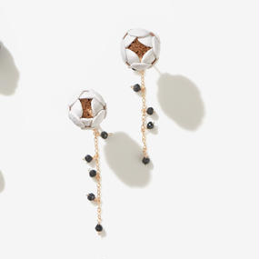 Ichirin Earrings / white