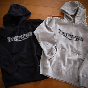 TRIUMPH'S パーカー(在庫ブラックS)