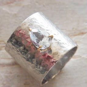 hammerwork ring K18whitetopaz