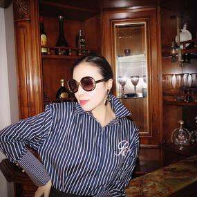 ゴルフを愛するマダムの為の襟立てシャツ【ネイビー】