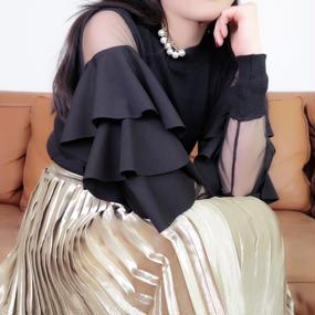 美しい貴方はもっと輝くゴールドスカート