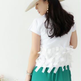 リボンが踊るリラックスTシャツ【ホワイト】