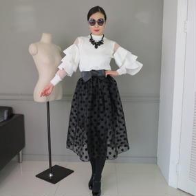 ドレスラインスカートのラグジュアリーオーラと共に【ドット柄】