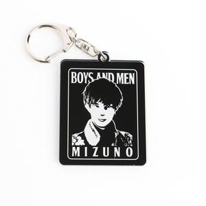 BOYS AND MEN モノトーンアクリルキーホルダー MIZUNO