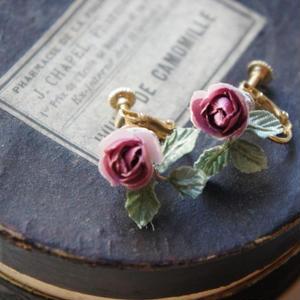 Boucles d`oreilles roses