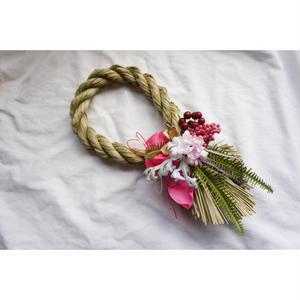 ピンクのしめ縄