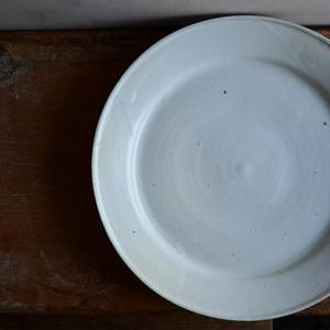 関口憲孝さん  乳白9寸皿