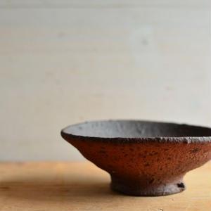 加地 学さん  南蛮焼締  平茶碗(A69 )