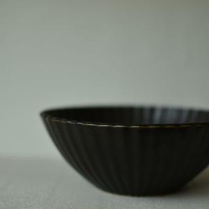 関口憲孝さん  黒磁5寸輪花鉢1