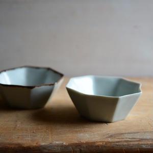 渡辺キエさん  八角豆鉢(錆ライン/青白磁)