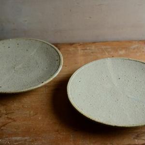 恵山(小林耶摩人さん)  粉引 5寸皿