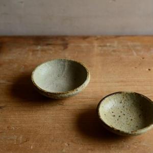 恵山(小林耶摩人さん)  粉引 豆皿