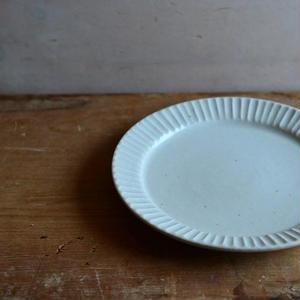 加藤仁志さん 白磁 鎬リム皿  M(17cm)