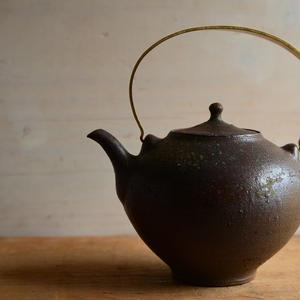 境 知子さん  やきしめ 真鍮取手 土瓶
