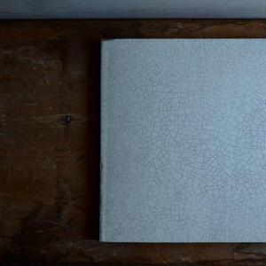 【5月30日以降発送】船串篤司さん オリジナルチーズプレート スクエア白貫入とチーズのセット