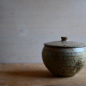 長野大輔さん 灰釉粉引 蓋壷 (33、34、40)