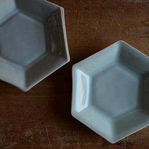 渡辺キエさん  青白磁 六角小皿