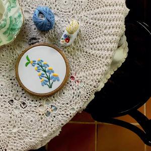 【ハンガリー刺繍キット】カロチャのカモミール
