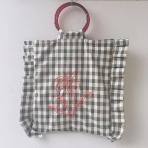 gaga ユリ刺繍のトートバッグ