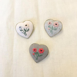 embroidery hearts brooch