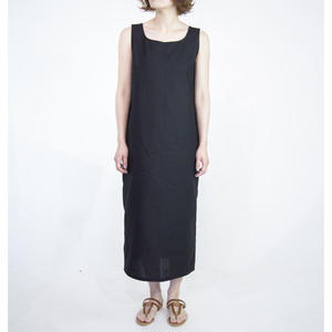 U-neck one-piece [black]