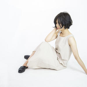 U-neck one-piece [beige]