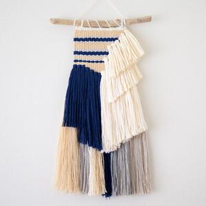 weaving 揺れる藍糸