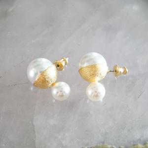 in mood // cup pearl 2 earrings