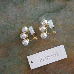in mood // glass pearl earrings 3