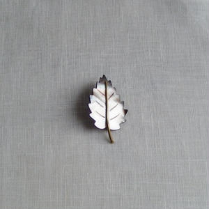 antiques 葉っぱのブロ-チ