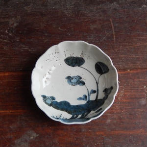 古道具 伊万里 染付の輪花膾皿