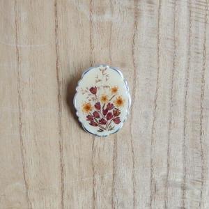 antiques 押し花のブローチ