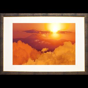 <額装>富士山を背景に朱赤に染まった空に滲む大蛇雲の写真 (Sサイズ)