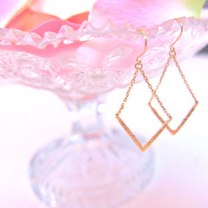 Diamond shape Gold pierece