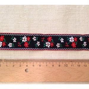チロリアンテープ 黒に赤と白のお花