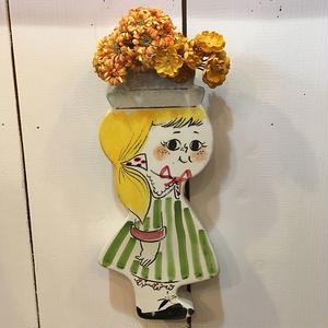 女の子の壁掛け花瓶