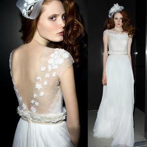 バックオープンデザインホワイトロングドレス