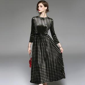 20代30代40代ストライプ×チェックの柄使いがオシャレなモード系ロングドレス