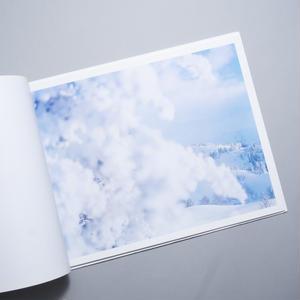white / 鈴木理策(Risaku Suzuki)