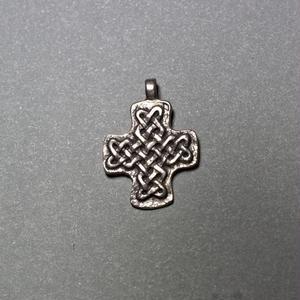 ピエール・トゥロアット 組みひもの十字架