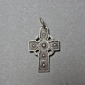 ピエール・トゥロアット ケルト風の十字架