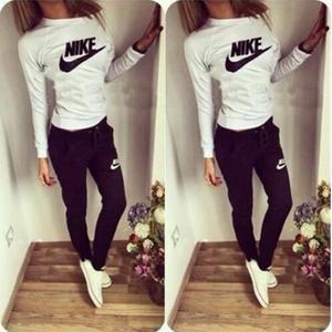 再入荷★人気スウェット上下セット 部屋着 運動 ナイキ好きに Nike 長袖 多色選択 可愛い レディース愛用 美品 カジュアル