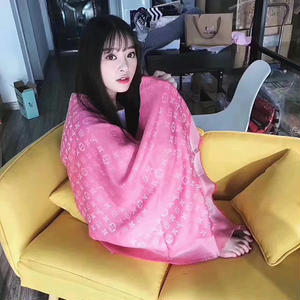 2017新作 ルイ・ヴィトン マフラー LouisVuittonショール 新品 可愛い 人気美品   濃いピンク!